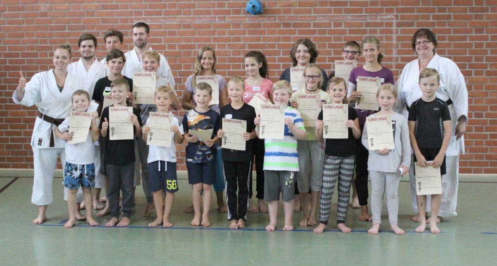 Gruppenfoto Sommerkurs Karate